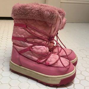 Osh Kosh pink faux fur trim snow boots